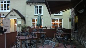 white-hart-pub-walking-in-shropshire-walking-and-wine